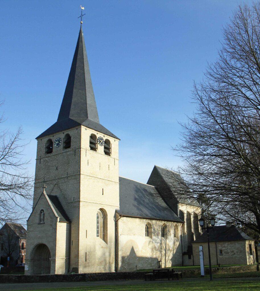 Deze afbeelding heeft een leeg alt-attribuut; de bestandsnaam is kerk_Winksele-914x1024.jpg